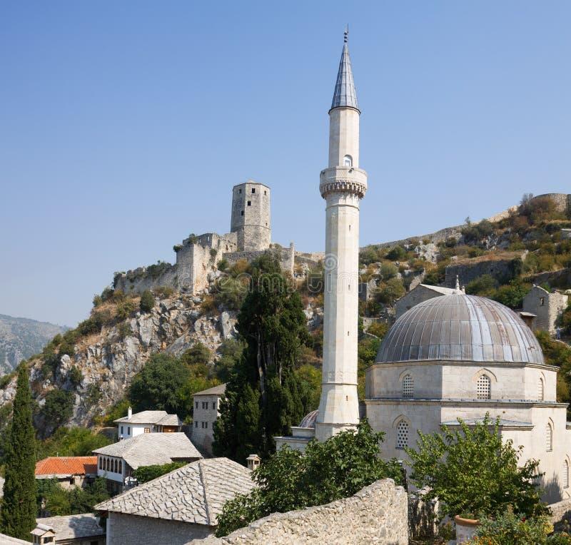 Pocitelj市景与清真寺和城堡 库存图片
