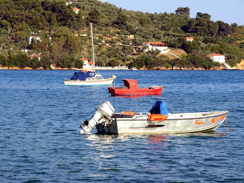Download Poco barco rojo foto editorial. Imagen de ladera, turismo - 41907621