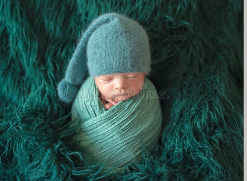 Poco beb? que duerme dulce imagen de archivo libre de regalías