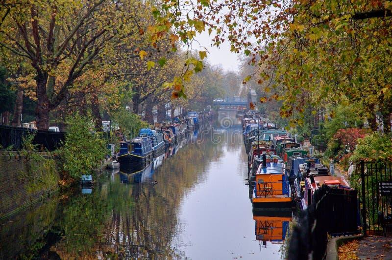 Poco canal de Venecia en Londres en el otoño imágenes de archivo libres de regalías