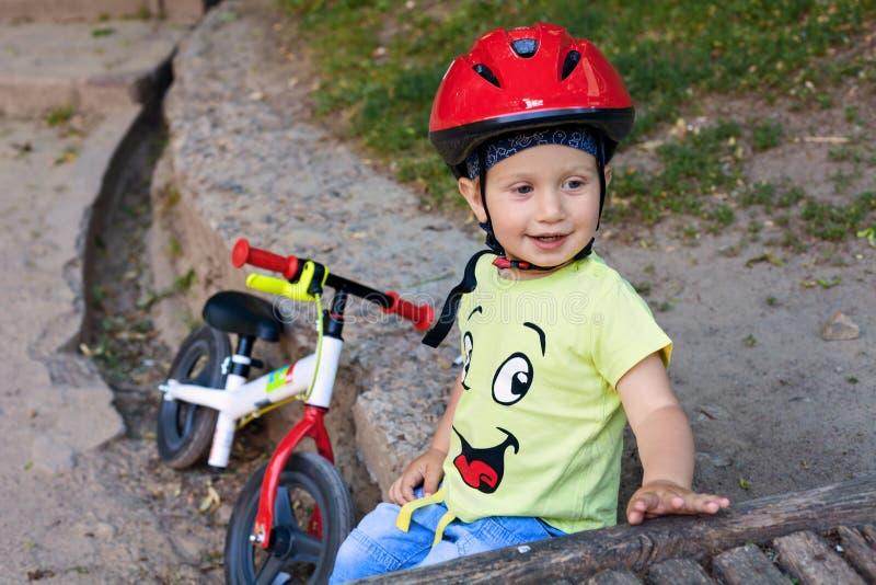 Poco conductor de la bicicleta fotos de archivo