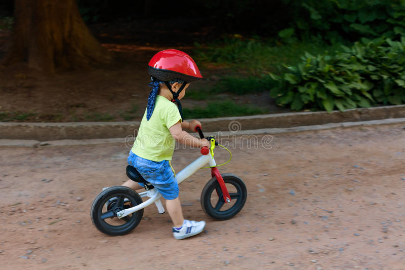 Poco conductor de la bicicleta foto de archivo