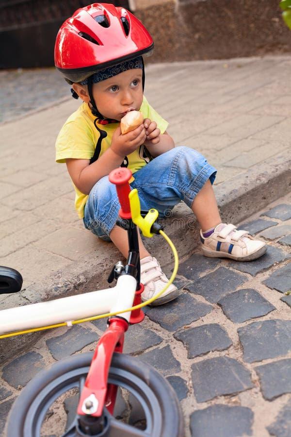 Poco conductor de la bicicleta imagen de archivo