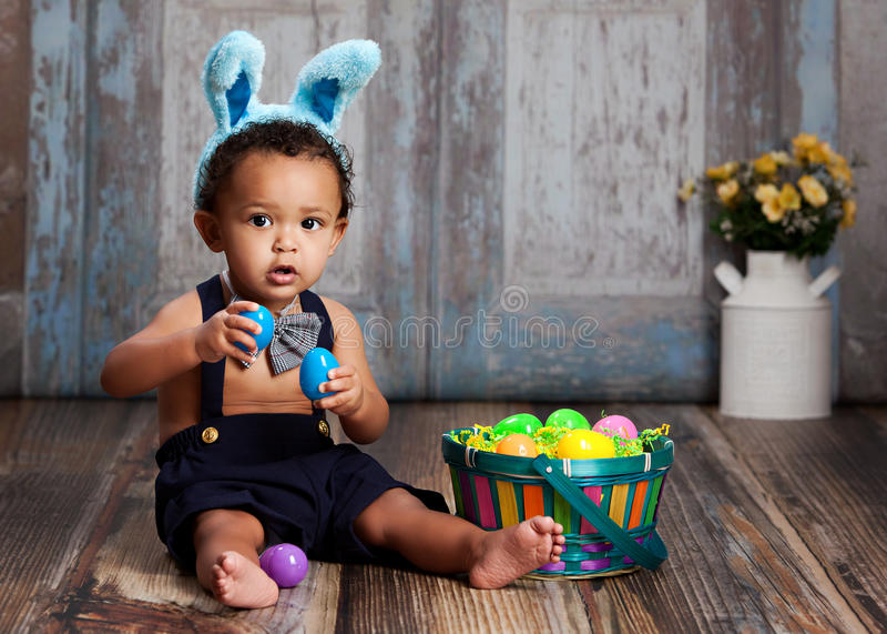 Poco coniglietto di pasqua blu fotografie stock