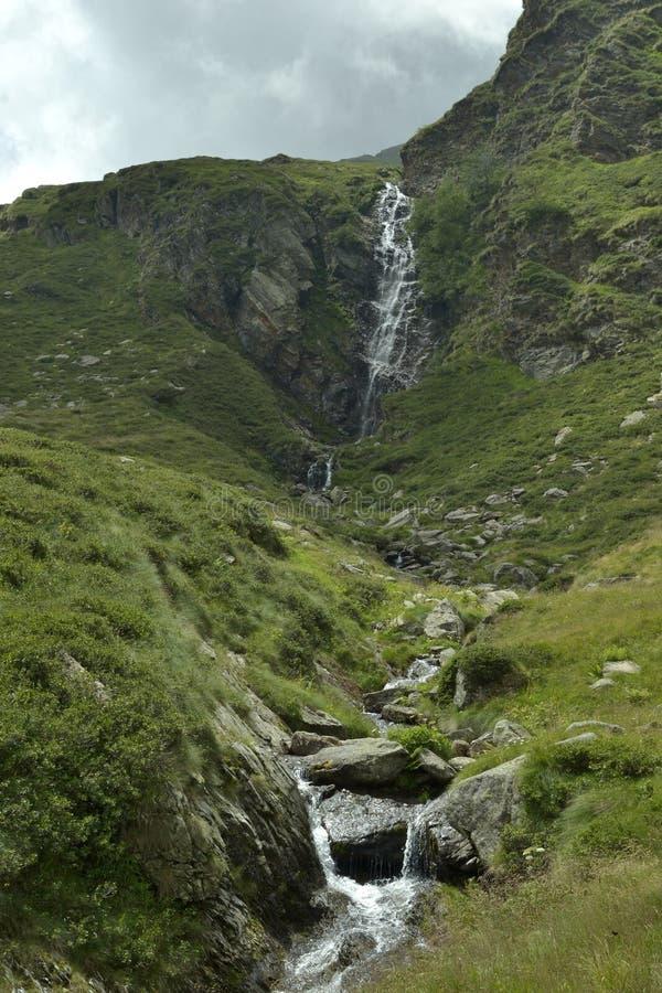 Download Poco fiume immagine stock. Immagine di pietra, north - 82947631