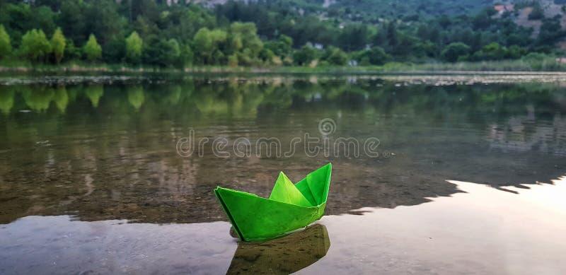 Poco lago della montagna immagini stock libere da diritti