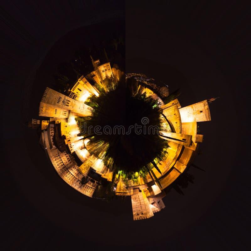 Poco pianeta alla notte immagine stock