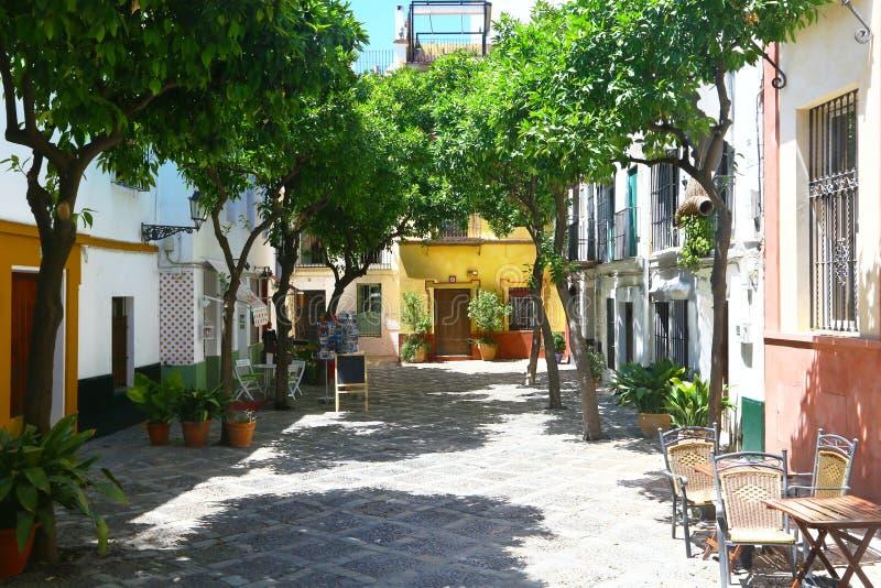 Poco quadrato del quartiere ispanico de Santa Cruz, Sevilla fotografie stock libere da diritti