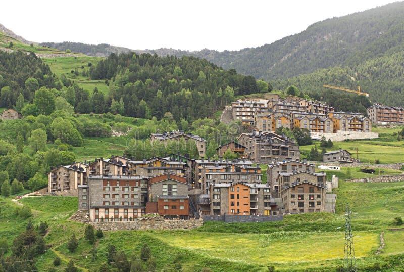 Poco villaggio in Pyrenees immagini stock libere da diritti