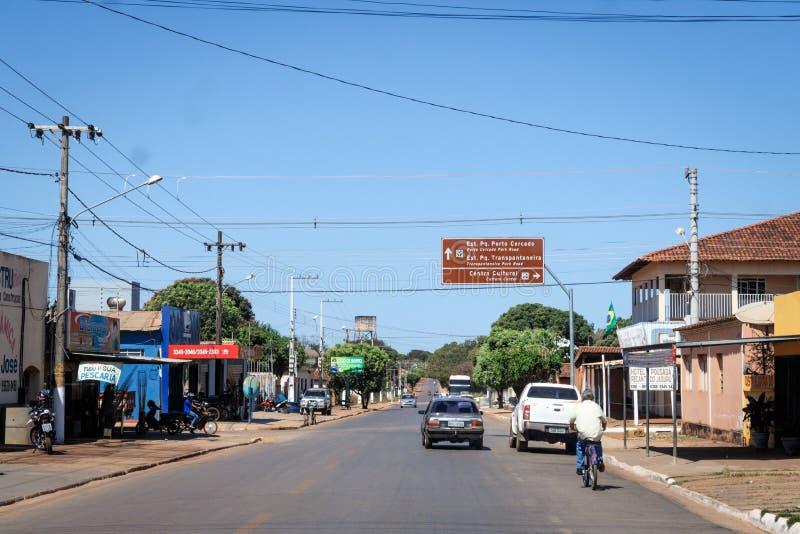 Pocone, Mato Grosso/Brasilien - 10 augusti 2018: Att köra genom Pocone till Transantaneira i Pantanal, Mato Grosso, Brasilien. royaltyfri foto