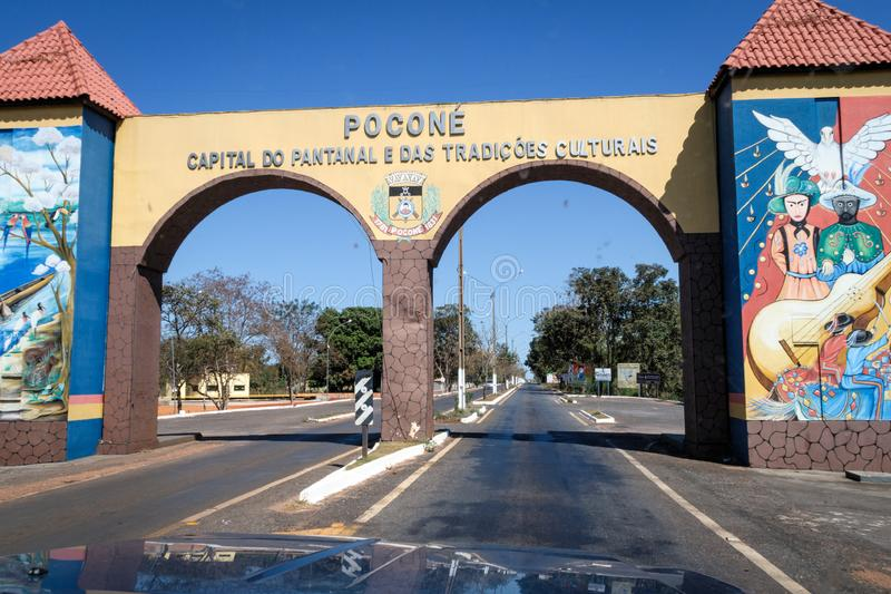 Pocone, Mato Grosso/Brazilië - 10 augustus 2018: Gateway to the Transpantaneira in the Pantanal, Pocone, Mato Grosso, Brazilië, S royalty-vrije stock foto
