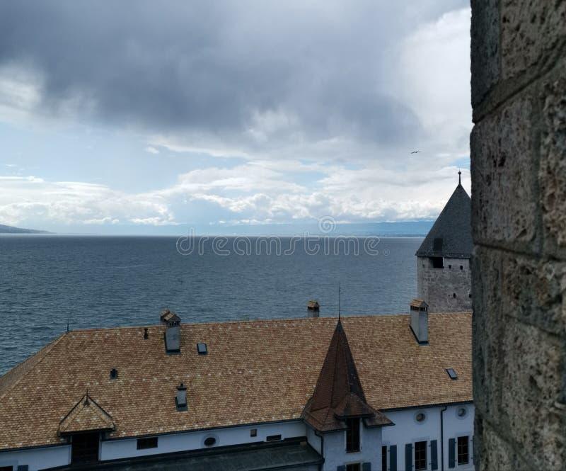 Początek burza nad jeziornym Genewa w Swtzerland, widok na Musee Suisse Du Jeux obraz royalty free