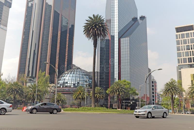 Początkowa giełda papierów wartościowych Meksyk przebywa na El Paseo De Los angeles Reforma w Meksyk obraz royalty free