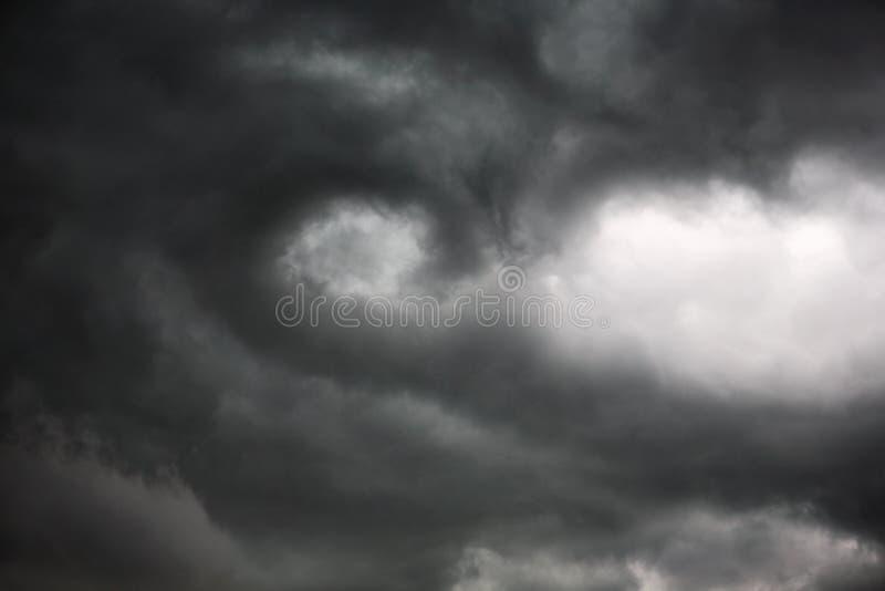 początkujący obłoczny obracanie burzy tornado zdjęcie royalty free