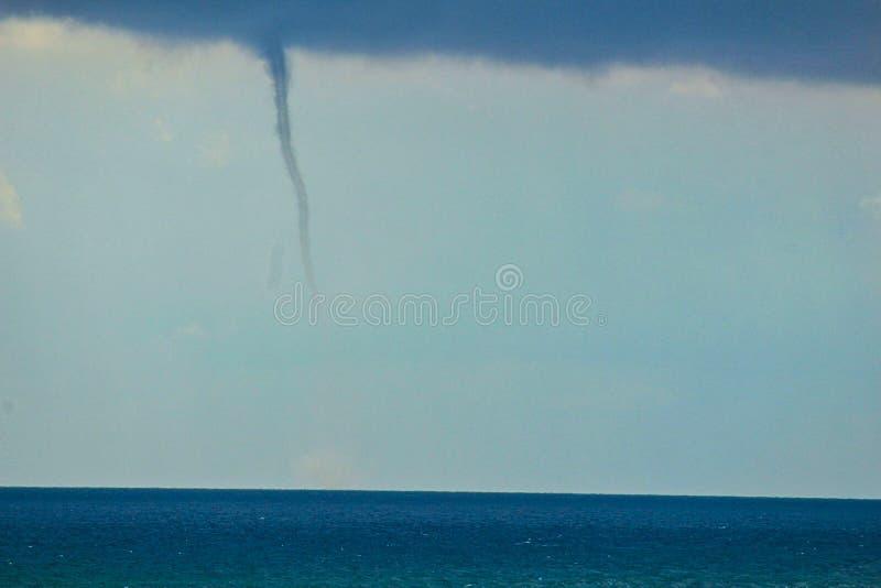 początkujący tornado w niebie obrazy royalty free