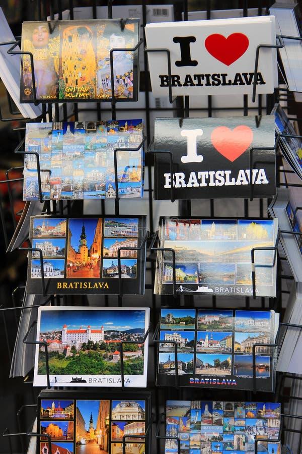 Pocztówki na pokazie miasto Bratislava w Sistani obraz stock
