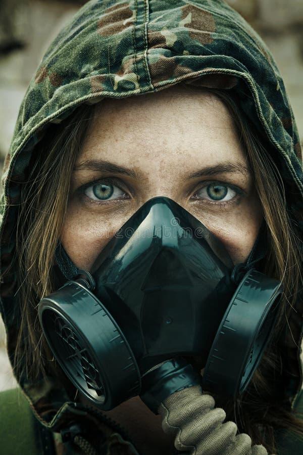 Poczta apocalypse kobiety ocalały obrazy stock