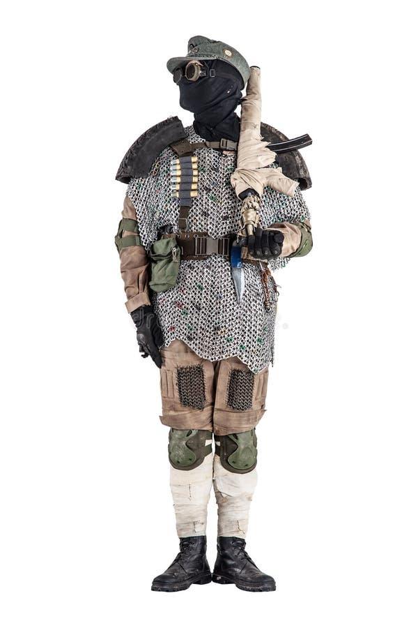 Poczta apokaliptyczny wojownik z handmade bronią palną zdjęcie royalty free