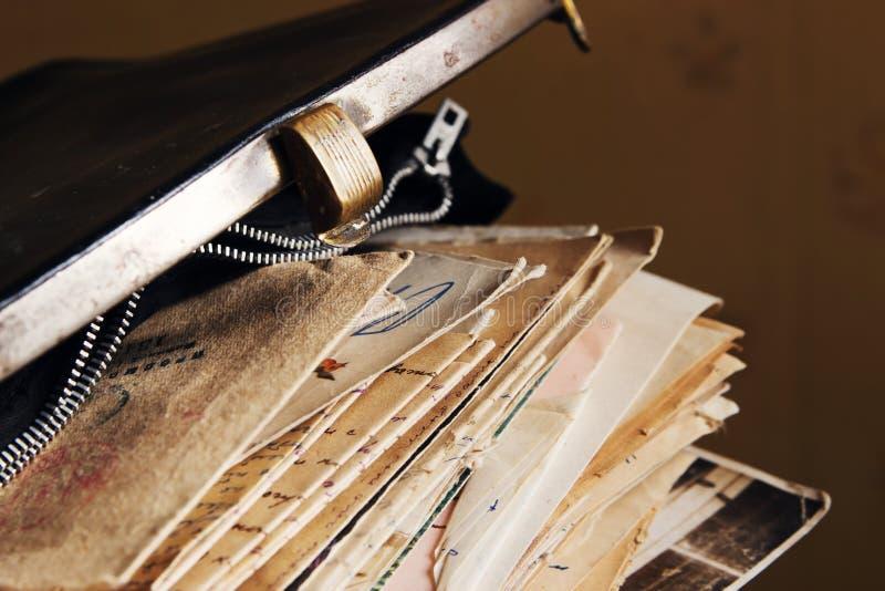Pocztowi listy w rocznik torebce zdjęcia royalty free