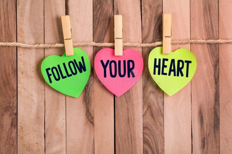 Podąża twój kierowy serce kształtującą notatkę zdjęcie royalty free