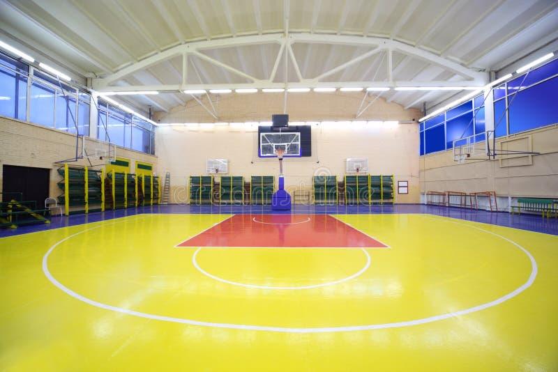 podłogowa gym sala wśrodku czerwieni szkoły kolor żółty obraz royalty free
