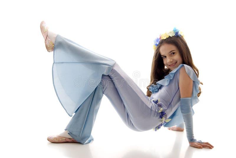 podłogowej dziewczyny mały ładny obsiadanie obrazy stock