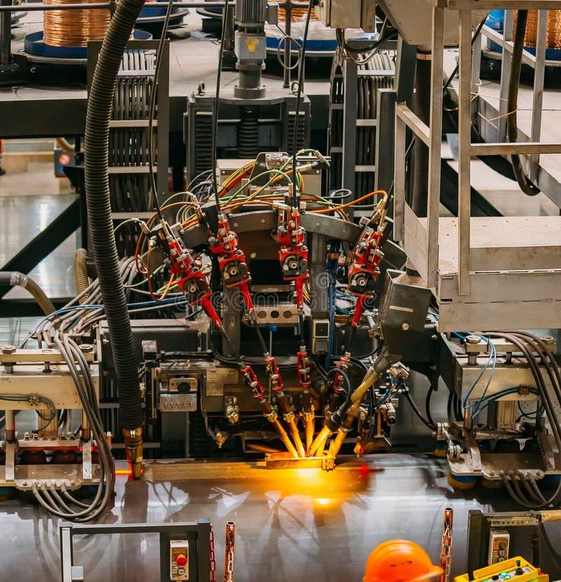 Podłużna hals spawalnicza maszyna dla spawać zewnętrzny szew stalowa drymba, zakończenie w górę zdjęcia stock