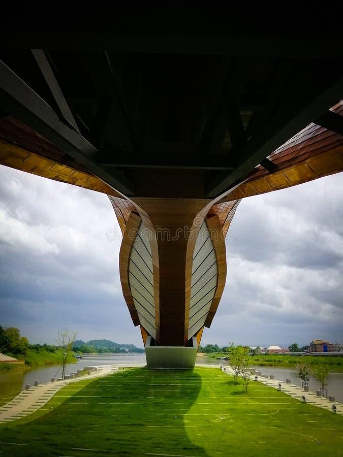 Pod budynkiem Pasan brzeg rzeki w Tajlandia zdjęcia royalty free
