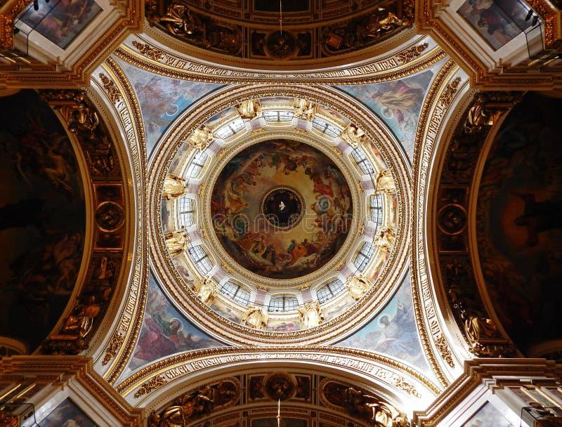 Pod kopułą St Isaac ` s katedra w St Petersburg obraz royalty free