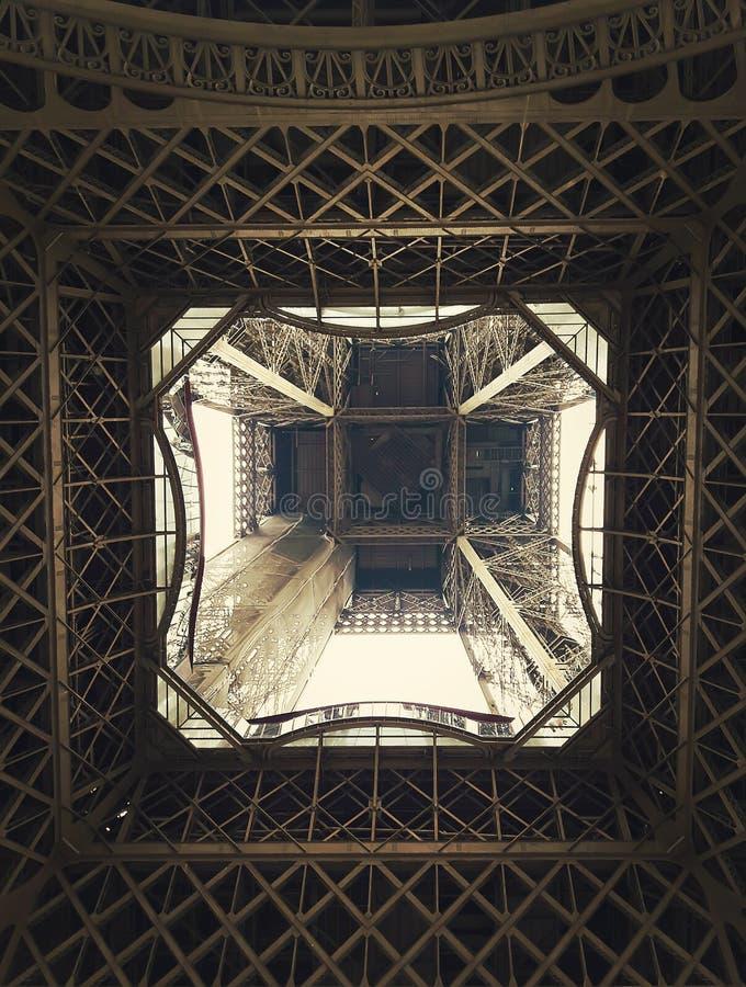 Pod wieżą eifla fotografia stock