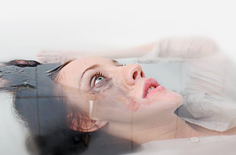 pod wodną kobietą obrazy stock