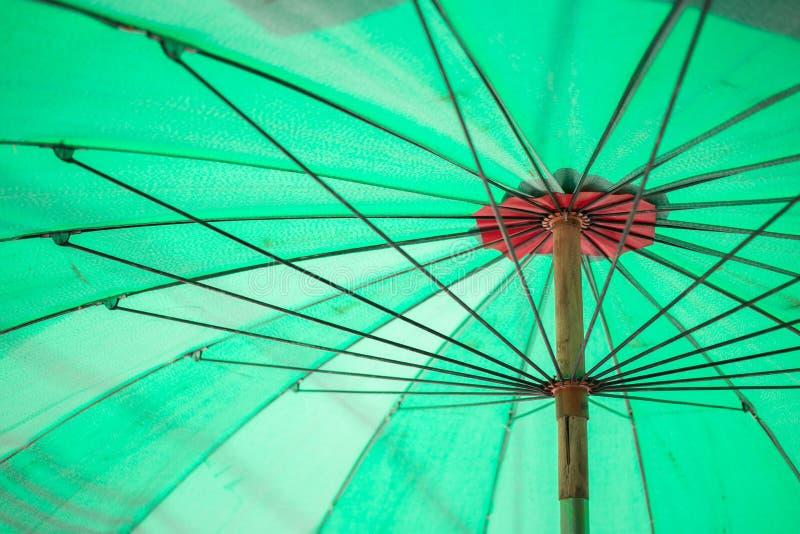 Pod zielonym parasolowym tekstury tłem obrazy stock