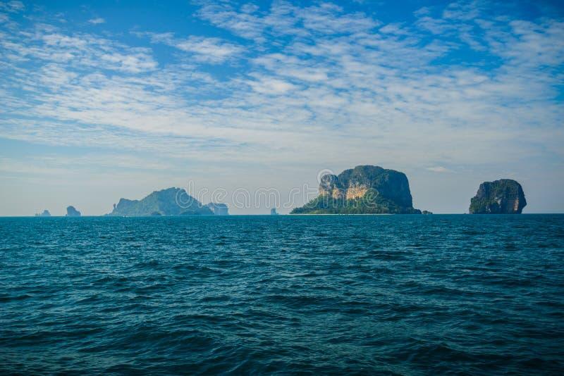 Poda ö och hönaö i Krabi Thailand fotografering för bildbyråer