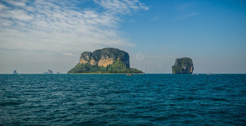 Poda ö och hönaö i Krabi Thailand royaltyfri foto