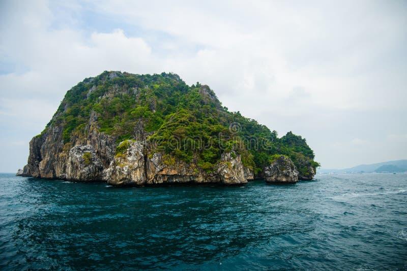 Poda ö och hönaö i Krabi Thailand royaltyfri bild