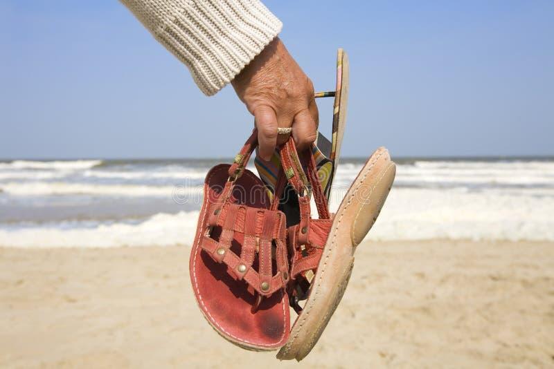 podaj jej chodzić butów. obraz royalty free