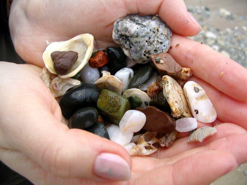podaj kamienie morskich zdjęcia royalty free