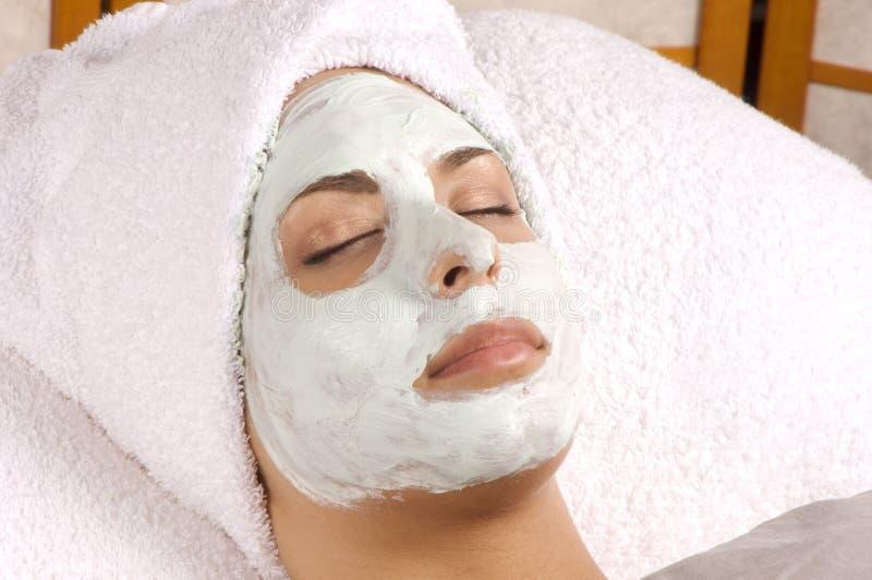 podanie pełnego twarzy maska spa fotografia royalty free