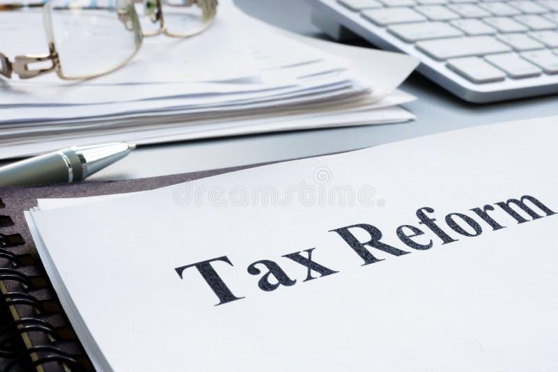 Podatek reformy akt i sterta papiery zdjęcia stock