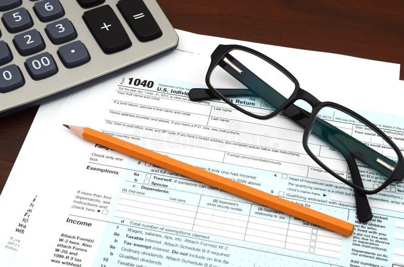 Podatku przygotowanie - Pieniężna IRS zwrota podatku 1040 Indywidualna forma fotografia royalty free