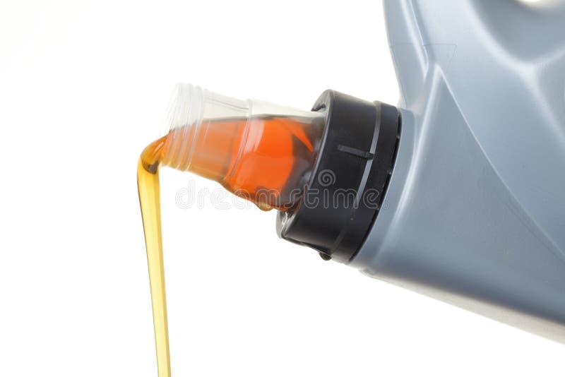 Pode o petróleo do motor de automóveis isolado no branco imagens de stock