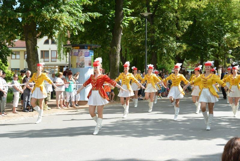 Podebrady, repubblica Ceca: 18 6 2016: Gruppo delle majorette, campionato nazionale della repubblica Ceca fotografia stock libera da diritti