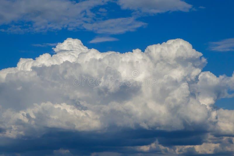Podejście burza przód Biel, szarość, błękit chmura Burz chmury z deszczem fotografia royalty free