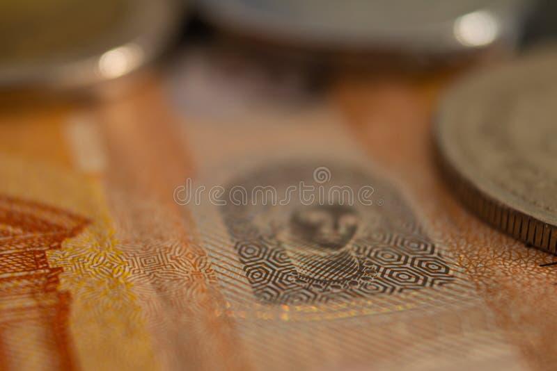 Podejście Europejski pieniądze Szczegóły pięćdziesiąt euro banknotów Banknoty wspólnota europejska zdjęcia royalty free