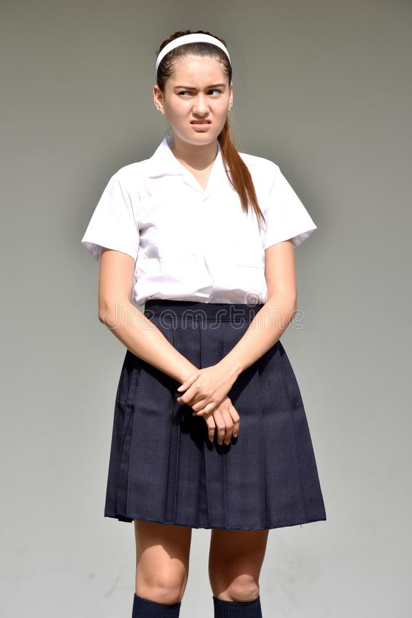 Podejrzana nastolatek dziewczyna Jest ubranym spódnicę zdjęcia royalty free