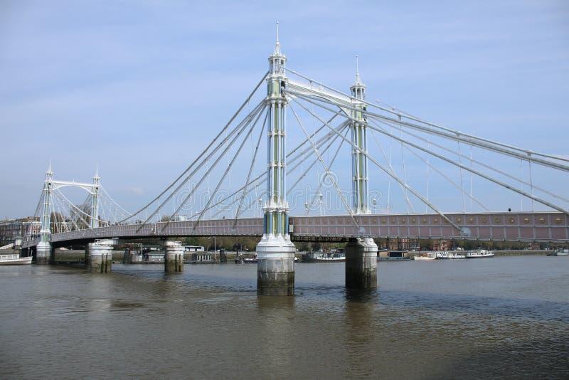 Podejrzany most blisko Battersea parka zdjęcie royalty free