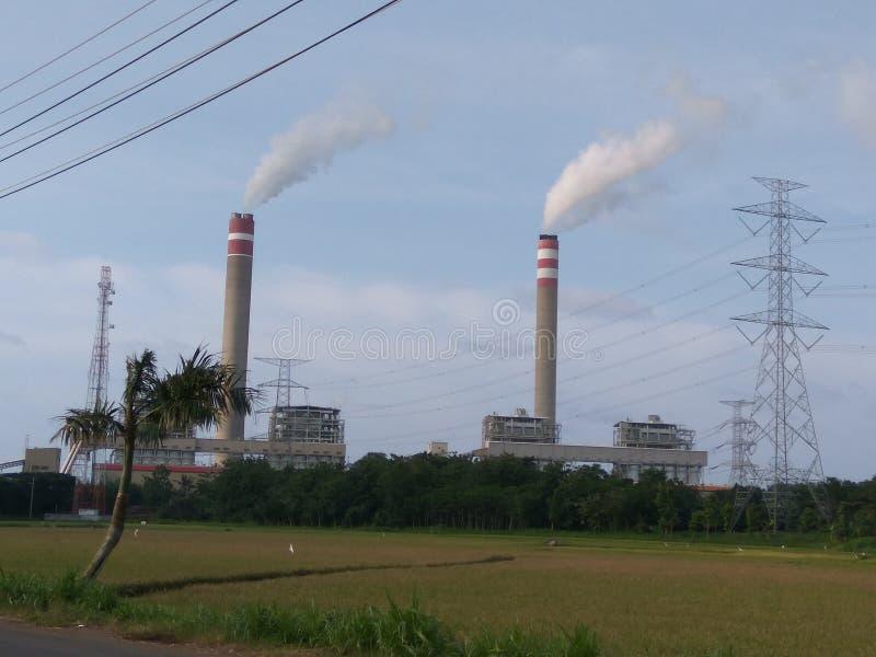 Poderda eletricidade da construção do central elétrica de Steamimagem de stock royalty free