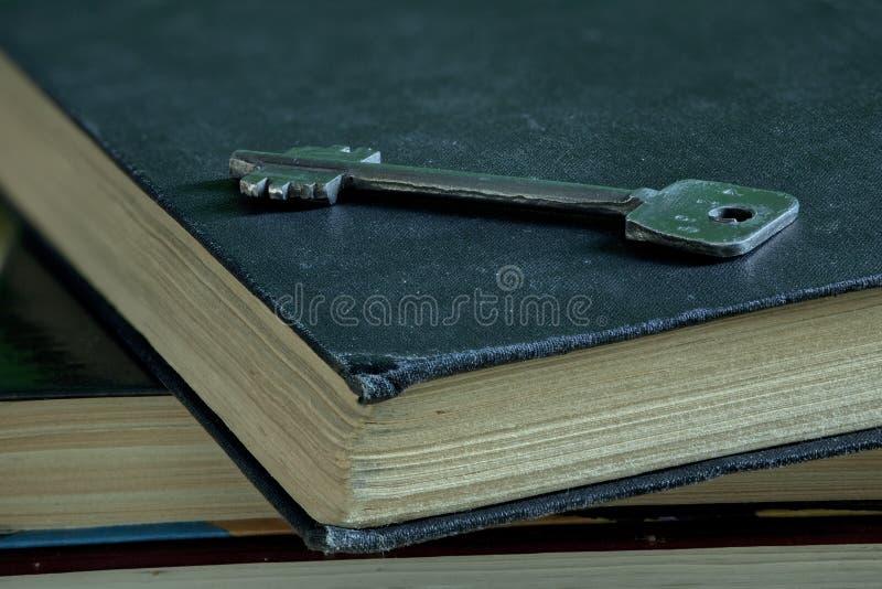 Poder del espiritual del libro dominante y cerrado fotografía de archivo libre de regalías