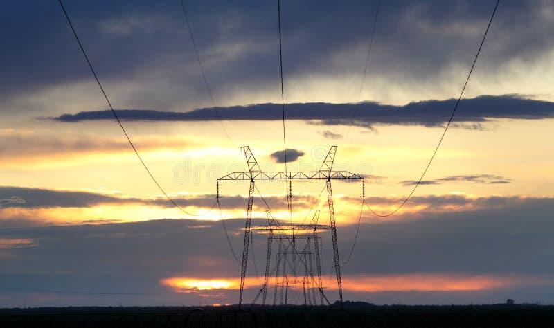 Poder e energia, ol?! linhas da tens?o fotografia de stock royalty free