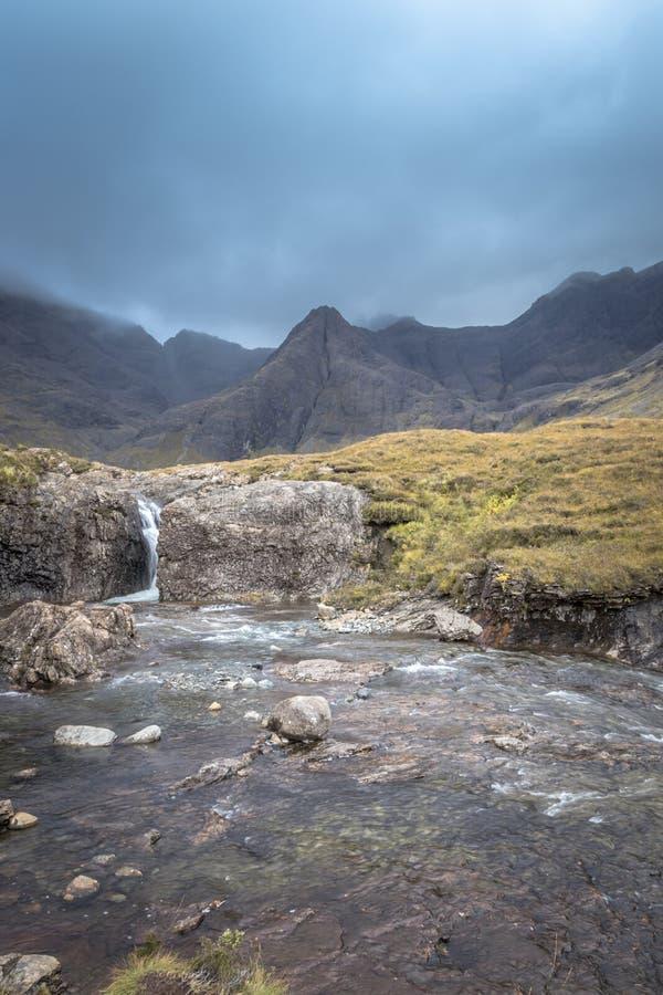 poderiam as montanhas pretas cobertas na ilha de Skye fotografia de stock royalty free